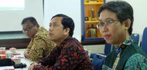Kepala KPP Pratama Semarang Selatan memperhatikan hal yang disampaikan oleh Kepala KPPBC TMP Tanjung Emas (Anggit Wicaksono Putro)