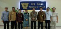 Foto bersama Kepala KPPBC TMP Tanjung Emas beserta jajaran dengan Kepala Pajak Pratama Semarang Selatan beserta jajaran (Anggit Wicaksono Putro)