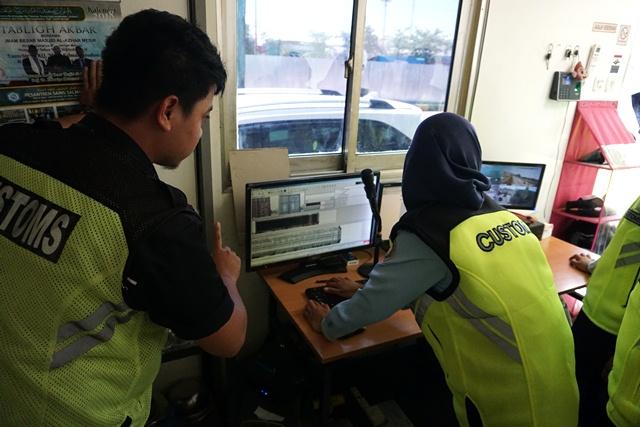 Mahasiswa STAN mengenal lebih dekat Pelabuhan Tanjung Emas
